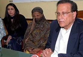 Governor Salman Taseer and family visiting Asia Bibi in jail.